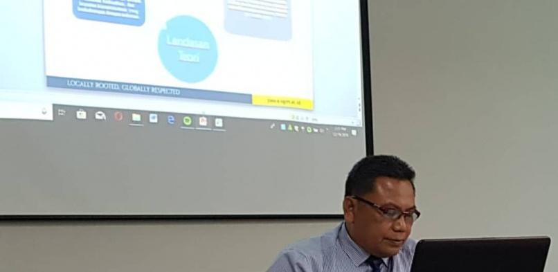 "Sidang Tertutup terhadap Minta Harsana dengan judul Disertasi ""Pengembangan Wisata Kuliner Melalui Makanan Tradisional di Daerah Istimewa Yogyakarta"""